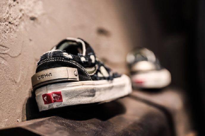 Nike 與 sacai Vaporwaffle終將到來、Levi's x New Balance聯乘等・SSneakers Weekly本週絕對要留意之5款球鞋女