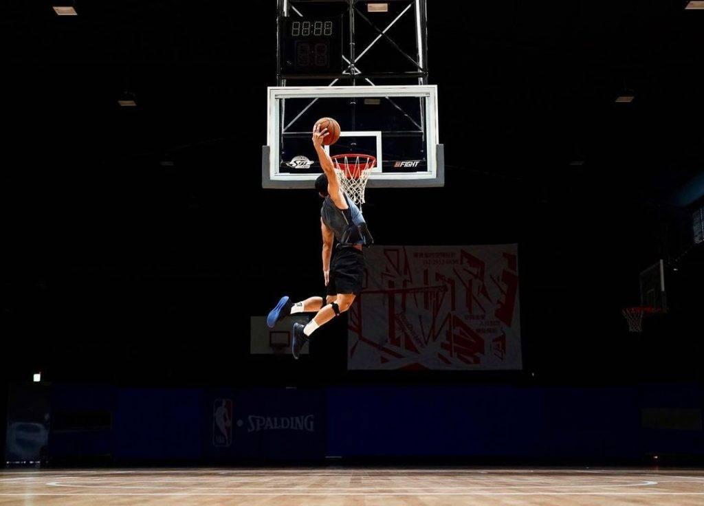 黃士倫輕鬆入樽!Freehand jumping training