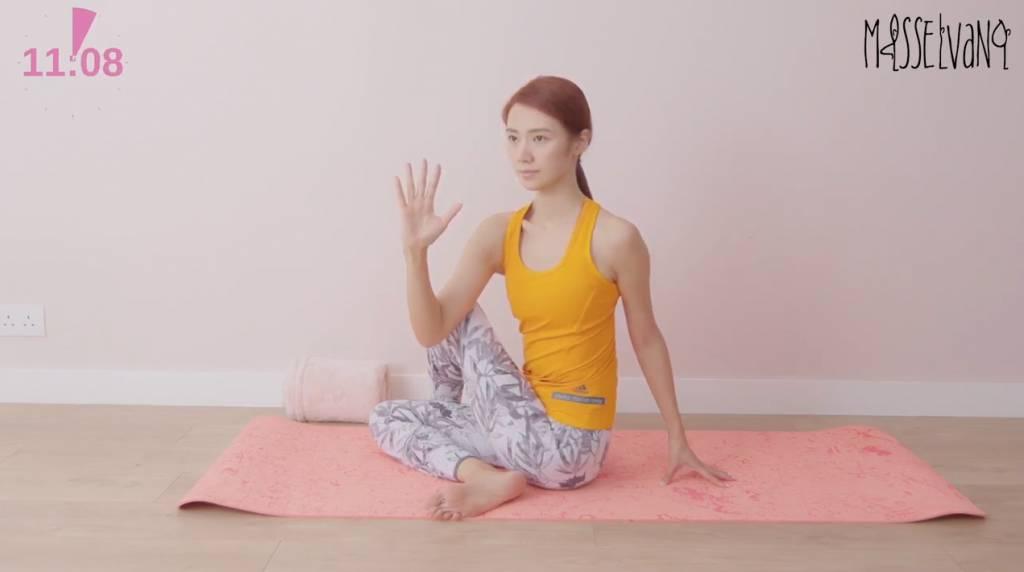 便秘問題 3招即可解決!倪晨曦 Elva Ni 示範促進腸臟蠕動瑜伽動作