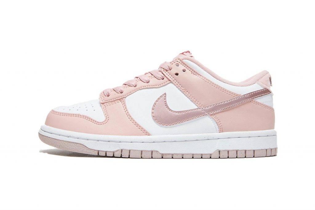 Nike Dunk Low Pink Velvet 登場!女生專屬配色滿載細節
