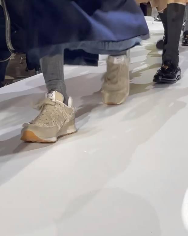 New Balance 574 x Miu Miu 首度曝光!2色同步現身 2022SS Paris Fashion Week 春夏巴黎時裝週